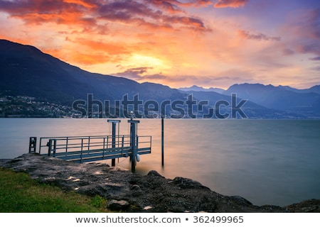 bergen · stormachtig · landschap · panorama · wandelaars · lopen - stockfoto © fesus