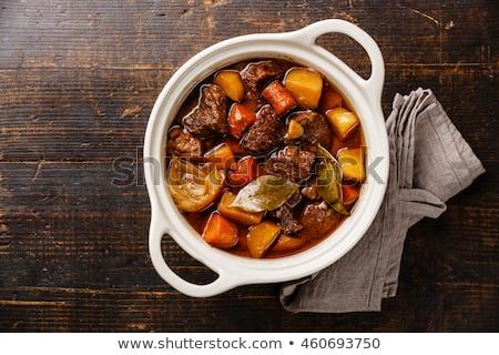 Marhapörkölt krumpli sárgarépa vacsora edény étel Stock fotó © M-studio