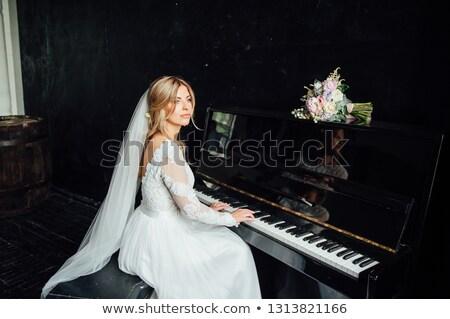 少女 · ピアノ · 写真 · 演奏 · ノート · 女性 - ストックフォト © ruslanshramko