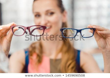 Nő választ kettő modellek szemüveg optometrikus Stock fotó © Kzenon