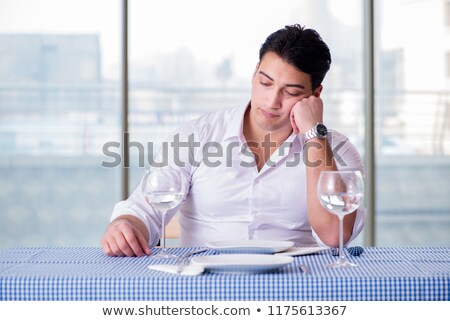 glas · alcohol · smartphone · tabel · verslaving · alcoholisme - stockfoto © elnur