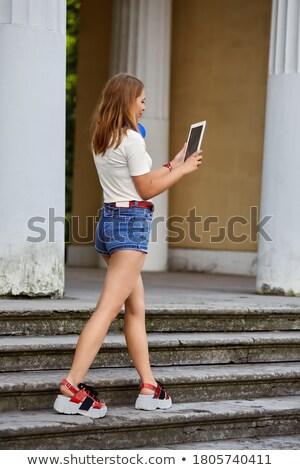 Vrouwelijke blogger record video meisje technologie Stockfoto © galitskaya