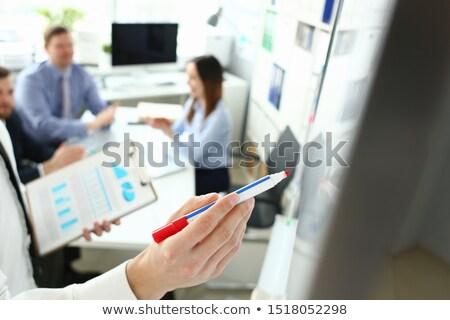 Stock foto: Geschäftsmann · ziehen · Tabelle · Marker · Unternehmen · Flussdiagramm