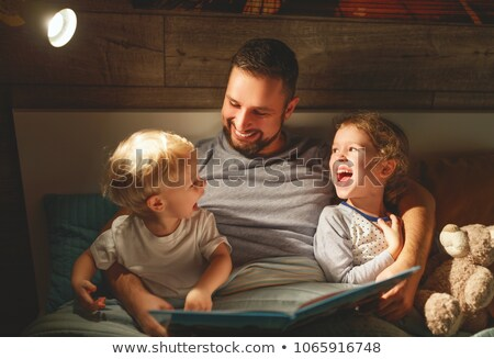 Foto stock: Filho · pai · cama · leitura · livro · juntos · amor