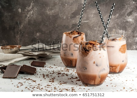 cremoso · café · chocolate · cóctel · gafas · verde · claro - foto stock © tasipas