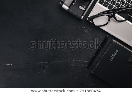 kamera · jegyzettömb · okostelefon · fehér · fa · asztal · felső - stock fotó © lightfieldstudios