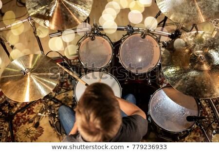 mannelijke · muzikant · spelen · drums · concert · muziek - stockfoto © dolgachov