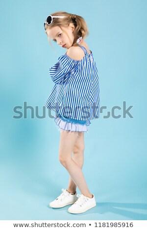 少女 Tシャツ ショートパンツ 眼鏡 頭 立って ストックフォト © Traimak