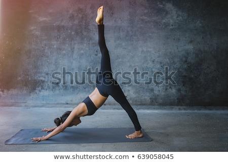 Trois personnes pose de yoga saine groupe de gens Photo stock © Kzenon