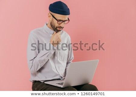 Foto concentrado homem queixo tela Foto stock © vkstudio