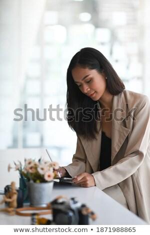 Işkadını kalem bakıyor gündem kadın Stok fotoğraf © photography33