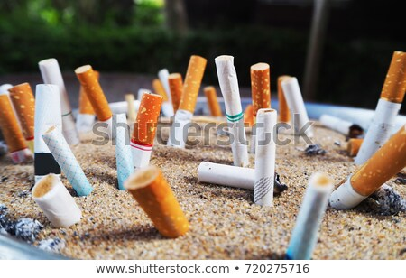 Cinzeiro fumador cigarro sujo saúde fechar Foto stock © meinzahn