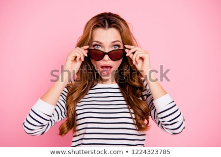 Belo mulher jovem óculos de sol omg retro Foto stock © studiostoks