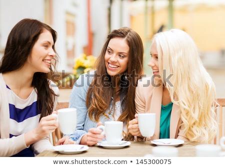 Boldog fiatal nő iszik kávé figyelmeztetés italok Stock fotó © dolgachov