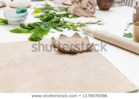 Argila folha artista trabalhando item Foto stock © pressmaster