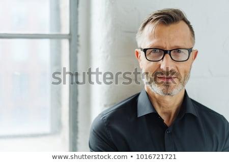 retrato · grave · edad · hombre · negro · mirando · cámara - foto stock © feedough