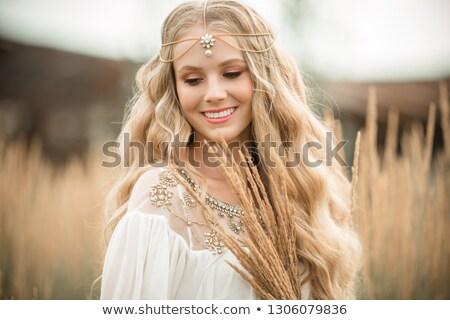 Lang trouwjurk mooie kapsel veld bloemen Stockfoto © ElenaBatkova