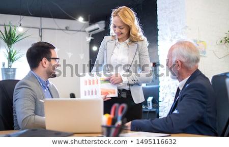confundirse · empresario · mirando · portátil · oficina · negocios - foto stock © andreypopov