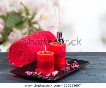 Aromático vela rosa vermelha forma coração flor Foto stock © IngridsI