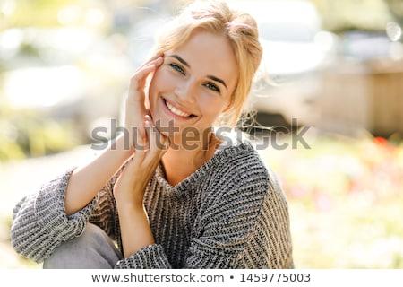 donna · sorridente · donna · sorriso · capelli · sfondo · blu - foto d'archivio © ambro
