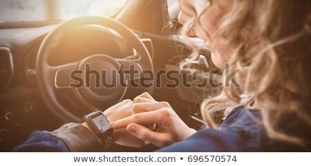 Mulher inteligente ver carro corpo Foto stock © wavebreak_media