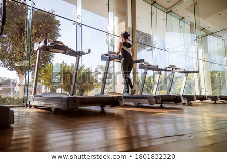 Vrouw lopen tredmolen gymnasium lifestyle sport Stockfoto © cookelma
