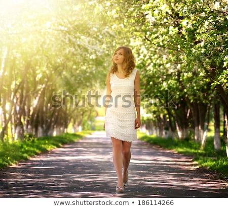 kadın · yürüyüş · yaz · elbise · sarı · çiçekler · yalıtılmış - stok fotoğraf © pekour