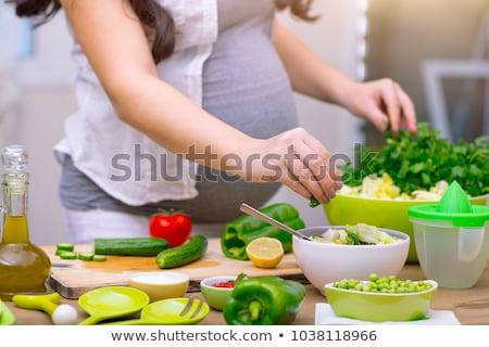 kobieta · w · ciąży · jedzenie · Sałatka · portret · pretty · woman - zdjęcia stock © photography33