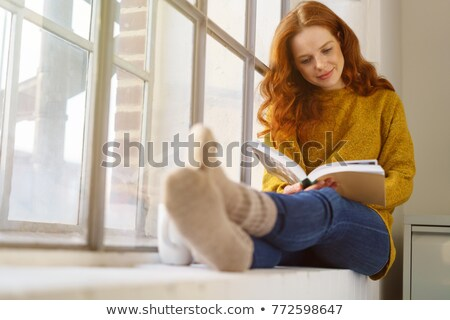 美しい · 女性 · 読む · 図書 · 座って · ベッド - ストックフォト © wavebreak_media