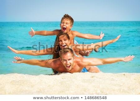 vidám · fiú · tengerpart · fiú · élvezi · víz · néz - stock fotó © meinzahn