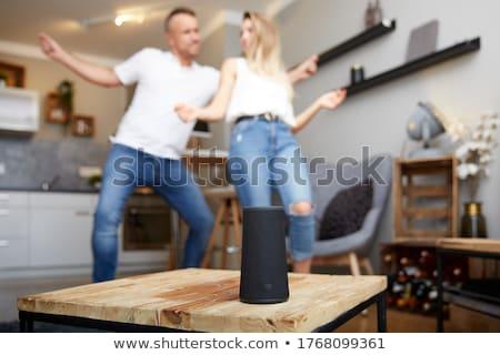 ストックフォト: クローズアップ · ワイヤレス · スピーカー · 家具 · 女性 · 座って