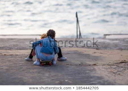 adolescents · mer · plage · eau · fille · heureux - photo stock © photography33