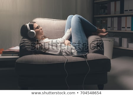jovem · ouvir · música · parque · relaxante · jovem · africano · americano - foto stock © get4net