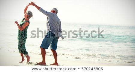 Afetuoso casal de idosos parque posando câmera Foto stock © get4net