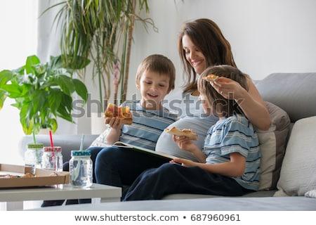 Mutlu hamile aile yeme fast-food genç Stok fotoğraf © dariazu