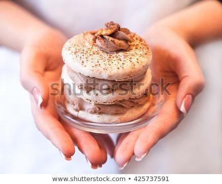 Kek ceviz kahve krem kadın eller Stok fotoğraf © Yatsenko