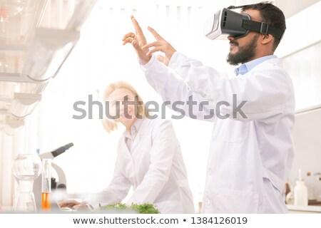 Model gen virtueel realiteit ernstig geconcentreerde Stockfoto © pressmaster