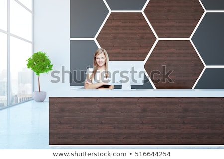 Stockfoto: Mooie · jonge · zakenvrouw · permanente · kantoor · wachtkamer