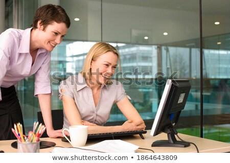 Jeunes femme d'affaires séance collègue touchpad Photo stock © pressmaster