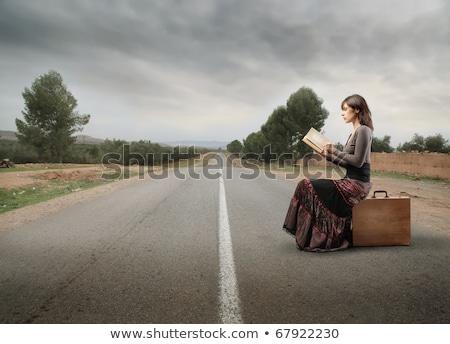 mulher · leitura · mala · belo · mulher · jovem · férias - foto stock © piedmontphoto