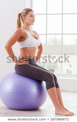 ストックフォト: 女性 · 座って · フィットネス · ボール · 小さな · 美人