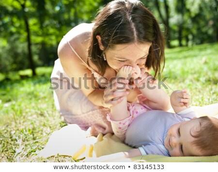 Vrouw zoenen voeten liefde kind kleur Stockfoto © IS2