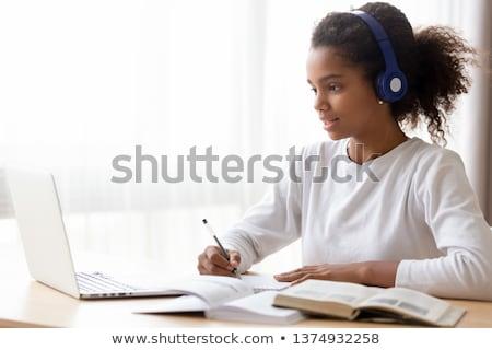 Estudiante nina lectura libro de texto educación Foto stock © dolgachov