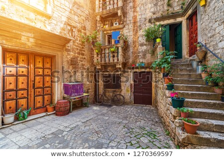 Rua Croácia estreito cidade velha casa edifício Foto stock © borisb17