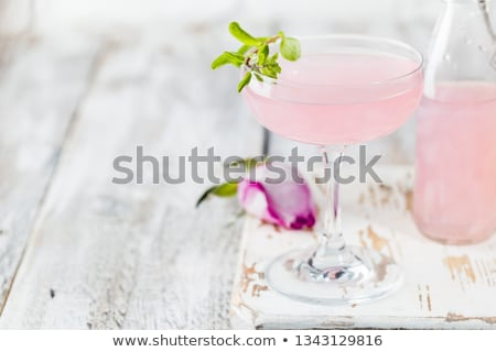 Roze martini cocktail steeg siroop bloem Stockfoto © furmanphoto