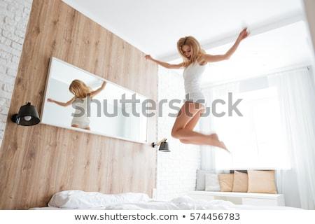 Сток-фото: счастливым · блондинка · девушки · улыбаясь · белый · женщину