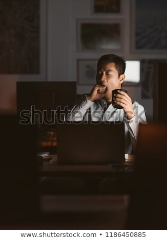 üzletember dolgozik késő ásít üzletember öltöny Stock fotó © IS2