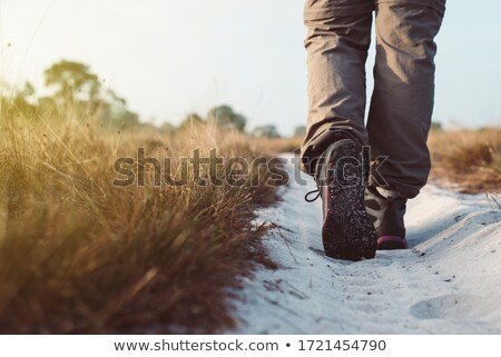 Primer plano excursionistas pies caminando rock bajo Foto stock © Kzenon