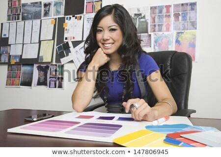 Jungen Mode Designer schauen Skizze Papier Stock foto © pressmaster
