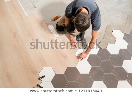 Professionelle Auftragnehmer Verlegung Bodenbelag home Mann Stock foto © Elnur